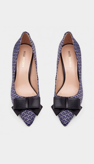 Work Wear: Classic pointed toe mid heel with a lovely bow