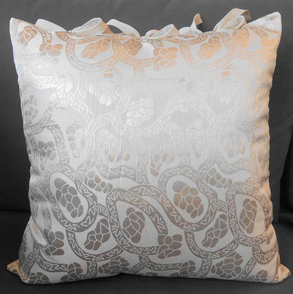 Szykowna, złota poduszka dekoracyjna - KakaduArt - Podstawki i podkładki