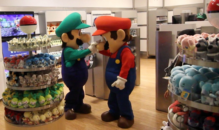 Mario and Luigi get playful behind the scenes on launch night. The Wii U Reviewed: http://abcn.ws/XptusC  — at Nintendo World Store.