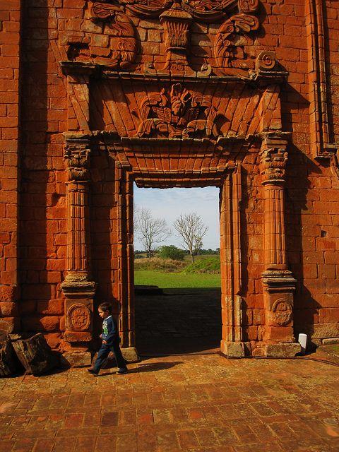 Trinidad es el más evocador de los sitios arruinados jesuita-guaraní debido a sus tallas de piedra sobrevivientes. Paraguay