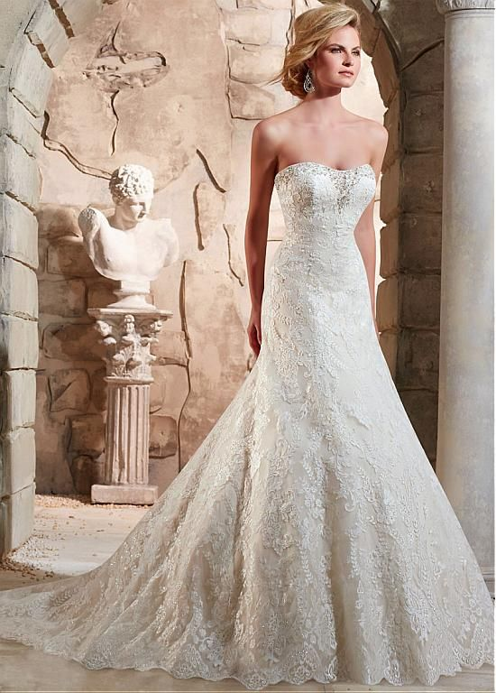Luxurious Tulle Sweetheart Neckline A-line Wedding Dress With Beaded Lace Appliques