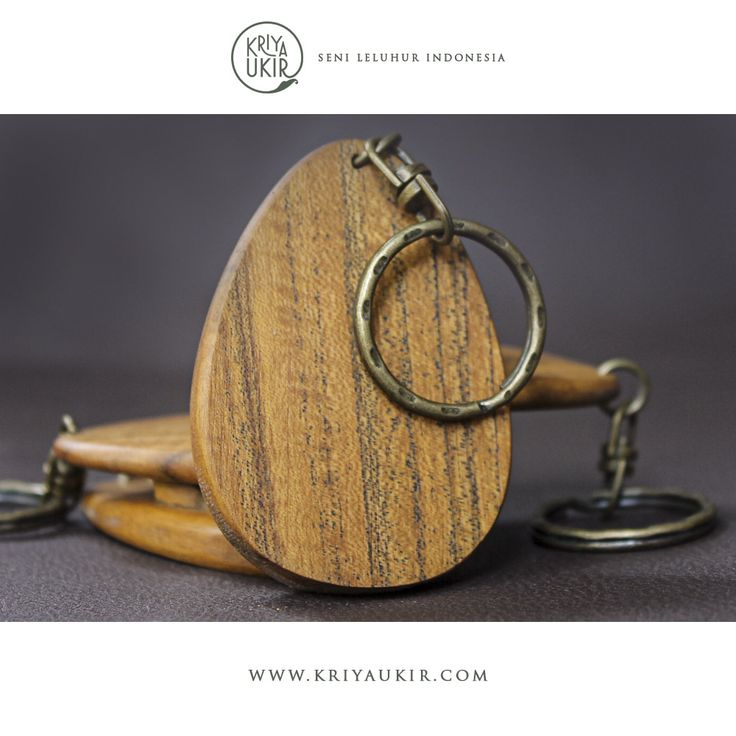 Pembuat Souvenir Kerajinan Gantungan Kunci Kayu Kriya Ukir Indonesia