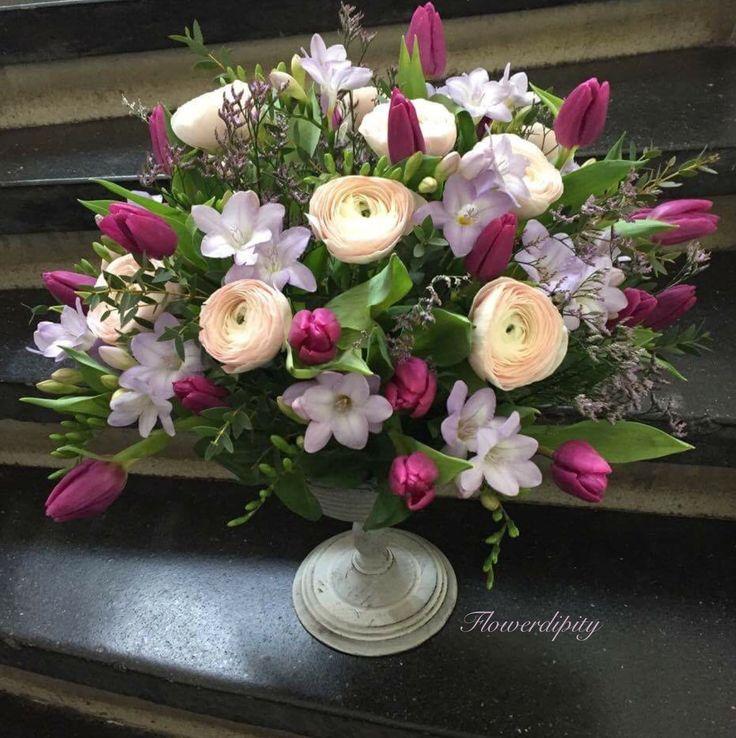Elegance  #ivory #ranunculus #purple #tulips #lila #freesias #flowerdipity #elegance