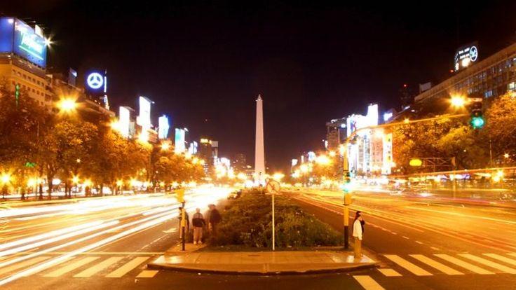 La ciudad de Buenos Aires, una de las más importantes de latinoamérica, es una gran urbe cosmopolita y multifacética.