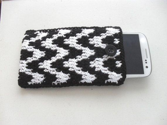 Haakpatroon telefoonhoesje in zwart en wit door BlageCrochetDesign
