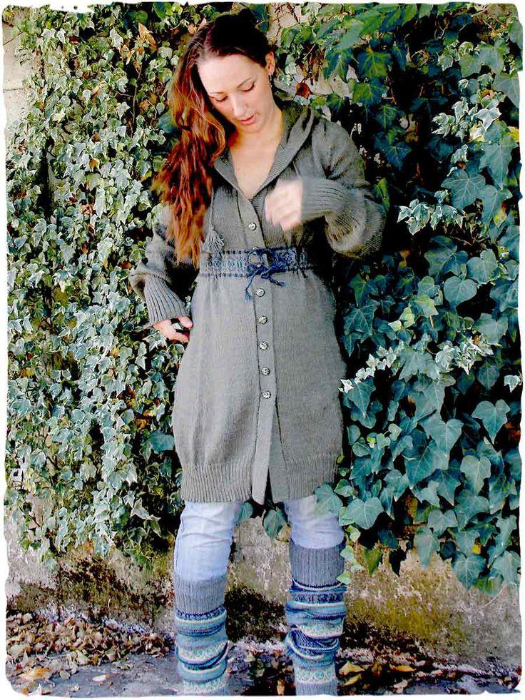#Cardigan lungo Lina  #Cardiganlana con delicato disegno etnico - cappuccio e bottoni in ceramica - See more at: http://www.lamamita.it/it-IT/store/abbigliamento-invernale/2/moda-premaman/cardigan-lungo-lina#sthash.qM4LyHB6.dpuf #modadonna #modainvernale #alpaca #modapremaman
