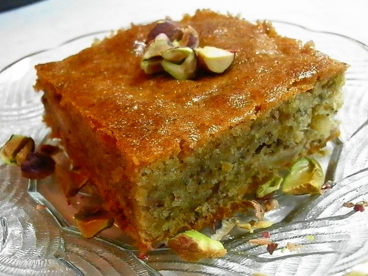 Pistachio cake with rosewater and cardamoμ