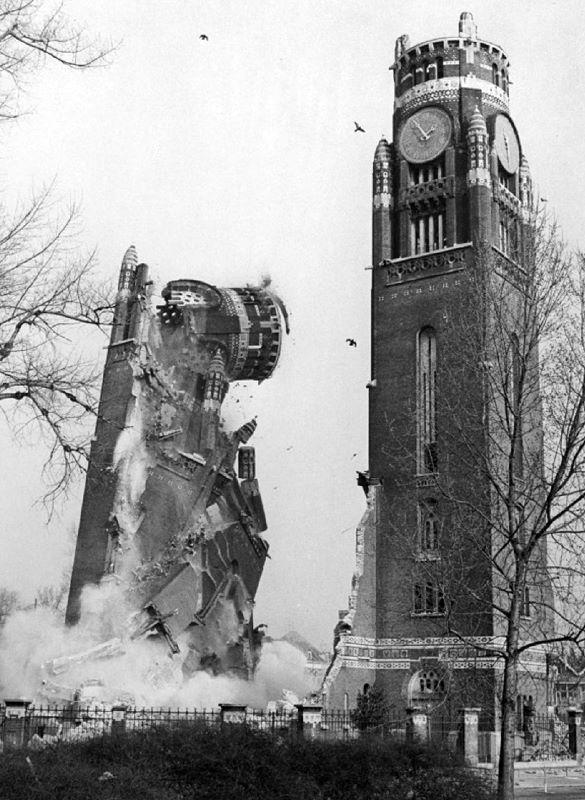 Opblazen van de torens van de Koninginnekerk, 17 maart 1972 Fotograaf: Henk Hartog