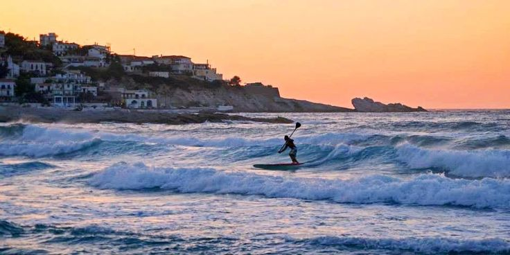 Do you dream of becoming a wave whisperer? «Ikaria Surf School» | AlternaGreece