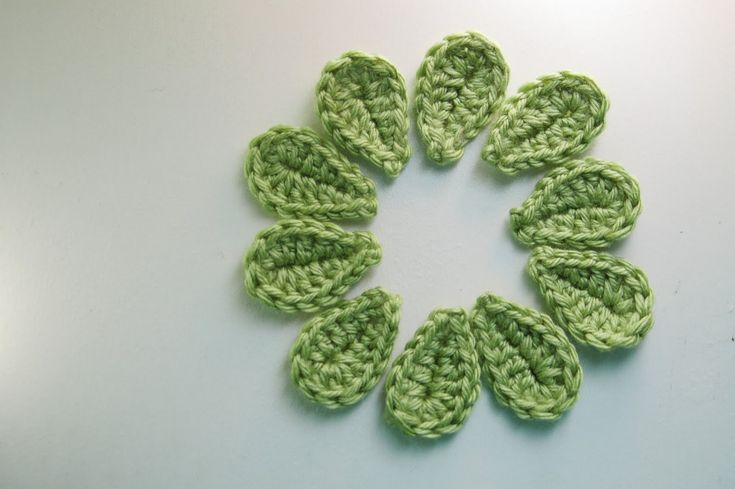 2 Minute Crochet Leaf: free pattern