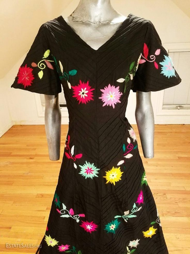 Online bidding available! Channel your inner Frida with this vintage boho Mexican dress