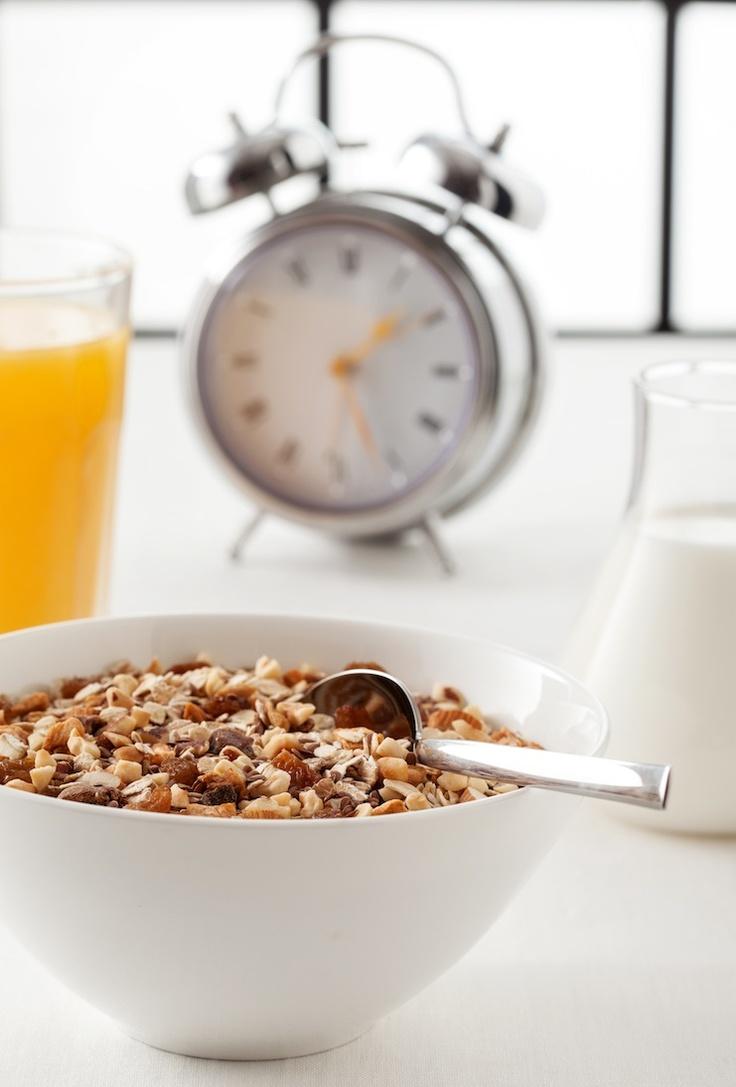 Metabolizmanızı hızlandırmanız için yapmanız gerekenleri biliyor musunuz?    İşte size üç ipucu;  Güne mutlaka kahvaltı ile başlayın,  günde en az 8 bardak su tüketin ve 1 saatlik fiziksel aktivite yapın, sağlıklı bir hayata adım atın.