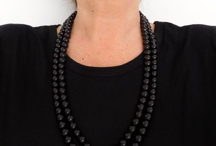 Alma mía by Josefina Muñoz Collar de perlas color negro de dos vueltas