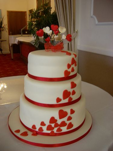 Hearts wedding cake, #wedding #cake This would be great if it was in black ^_^