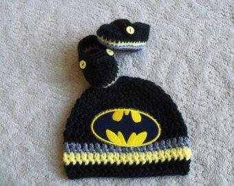 Новый ручной работы крючком Детская для мальчика Бэтмен шапка и пинетки, детские шапочки и детская обувь (0-3 месяца)