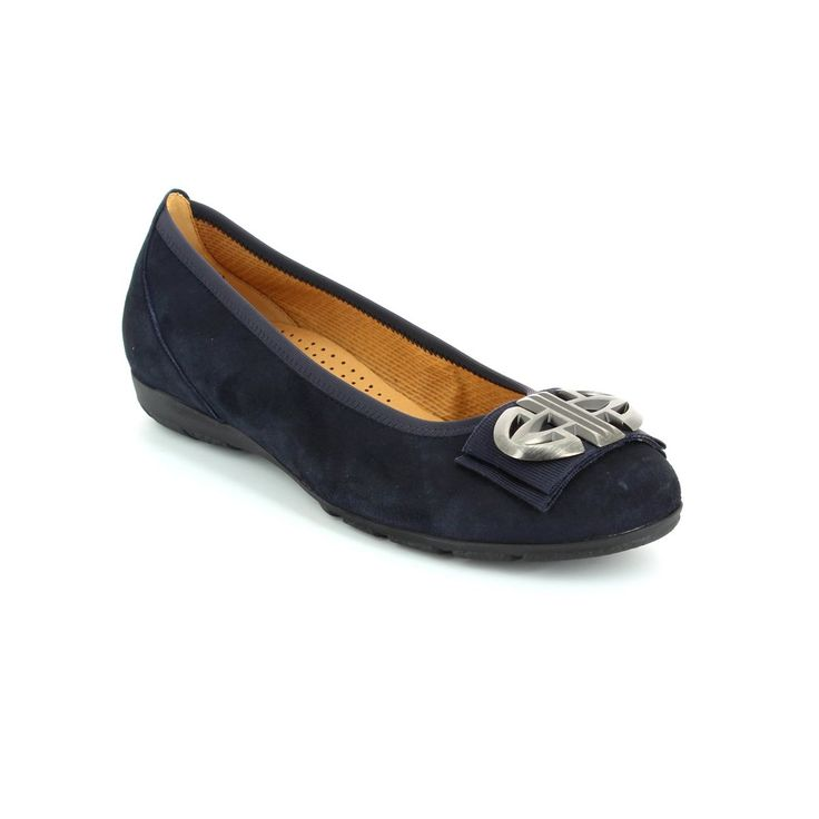 Begg Shoes & Bags is a Gabor Shoes outlet. Get your navy gabor pumps 54.166.16 INVEST at Begg Shoes online now.