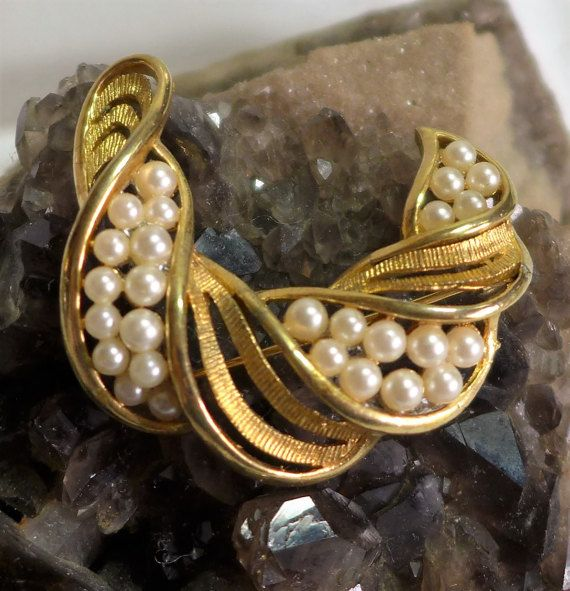 Lisner Gold Tone Pearl Brooch Vintage Swoosh by blisstiques