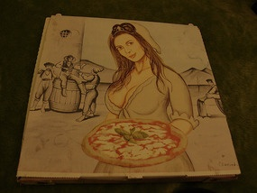 manuela arcuri su un cartone della pizza!