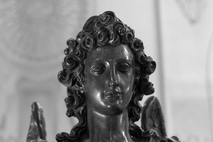 https://flic.kr/p/ziULsX | Bronzeengel | Weihwasserbecken St. Michael, München