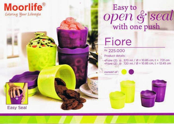 CMN Moorlife Fiore Rp.225.000,- 1 set terdiri dari 4 pcs, 2 kombinasi warna dan 2 ukuran yang bebeda. Desain tutup yang baru hanya 1 kali tekan untuk menutup wadah plastik