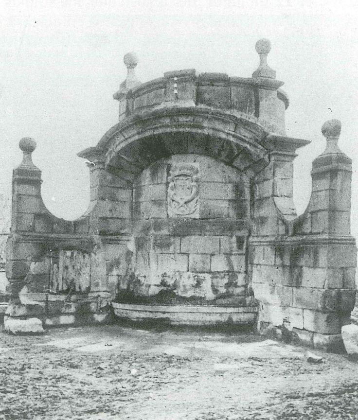 Antiga font de la plaça del Pou