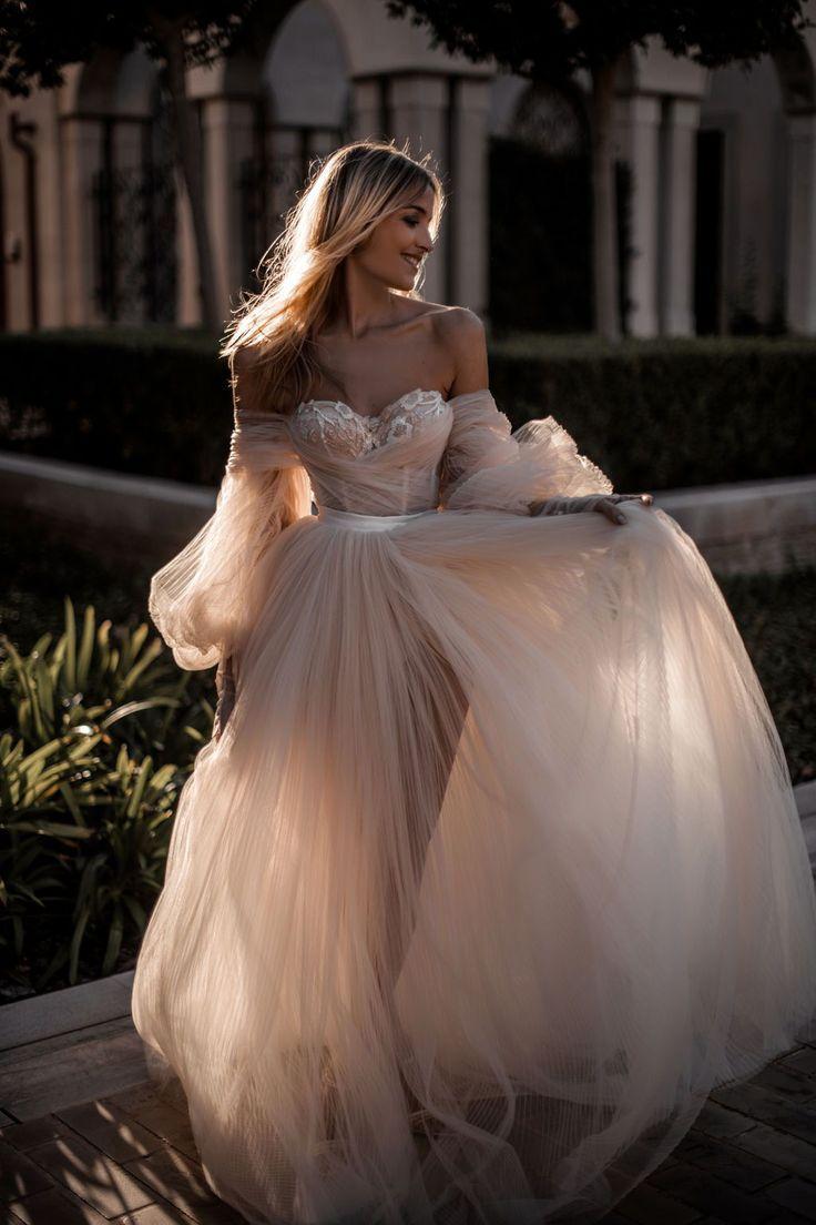 Ein Hochzeitskleid zum Besten von eine Prinzessin – dies Ballkleid jener Balleri…