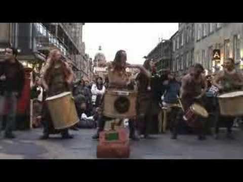 Clanadonia - Ya Bassa Edinburgh Fringe Festival - not the greatest quality vid, but if you like Clanadonia, it's great!