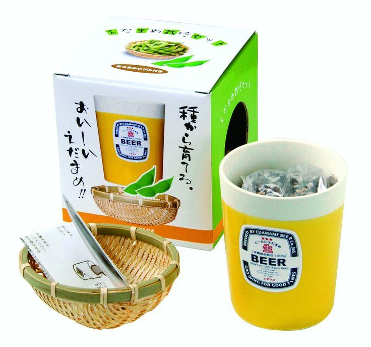 Edamame zijn een populair, natuurlijk en voedzaam bijgerecht uit Japan. Groei je eigen groene sojaboontjes met deze DIY kit. Bevat alles wat je nodig hebt om je eigen Edamame te kweken. Compleet met een leuk 'bierglas' bloempotje.