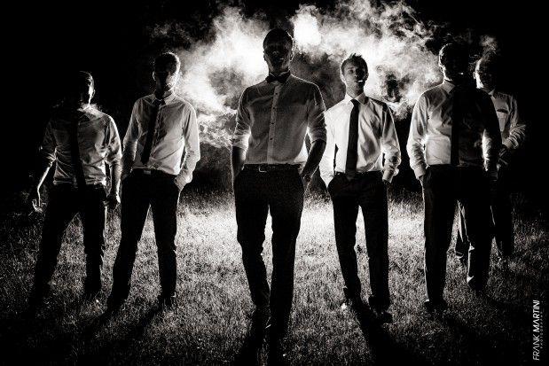 6 Männer bei Nacht im Gruppenfoto