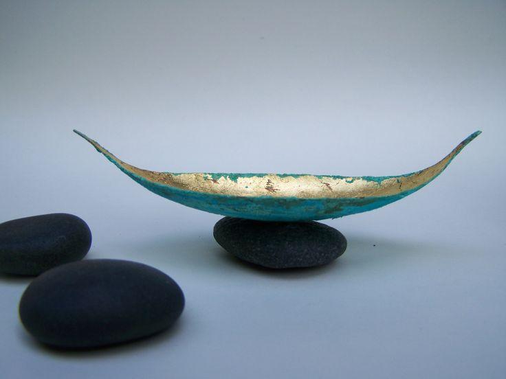 Kupferboot, geschmiedet, patiniert und vergoldet