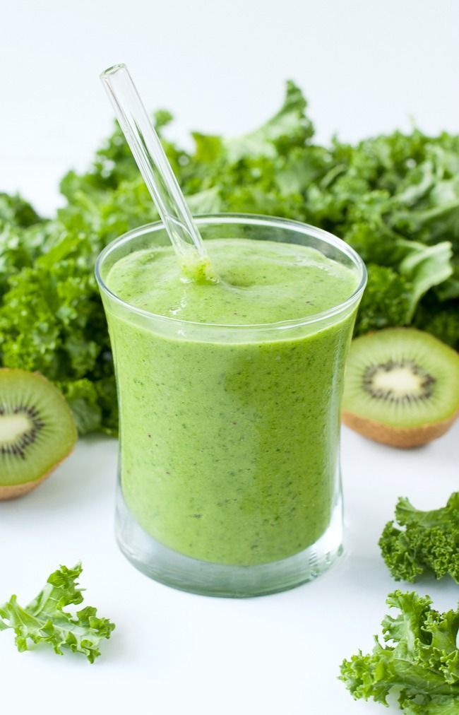 Tropical Mango Kale Smoothie :: Shake up your smoothie routine with this gorgeous green smoothie. Boasting 2 cups of kale, this fruit and veggie smoothie is nutrient-packed and full of tasty tropical flavor!