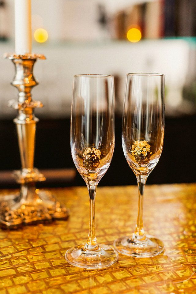 Prosecco | gold-dusted blackberries | Katie & Nolan | Photography by Sachin Khona Photographer |