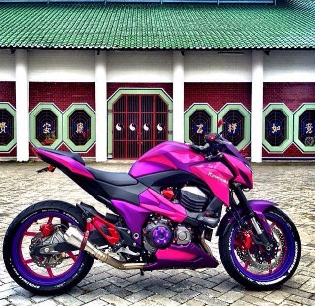Also ich finde pink an einem Motorrad eigentlich nicht schön…. Aber das sieht schon richtig cool aus