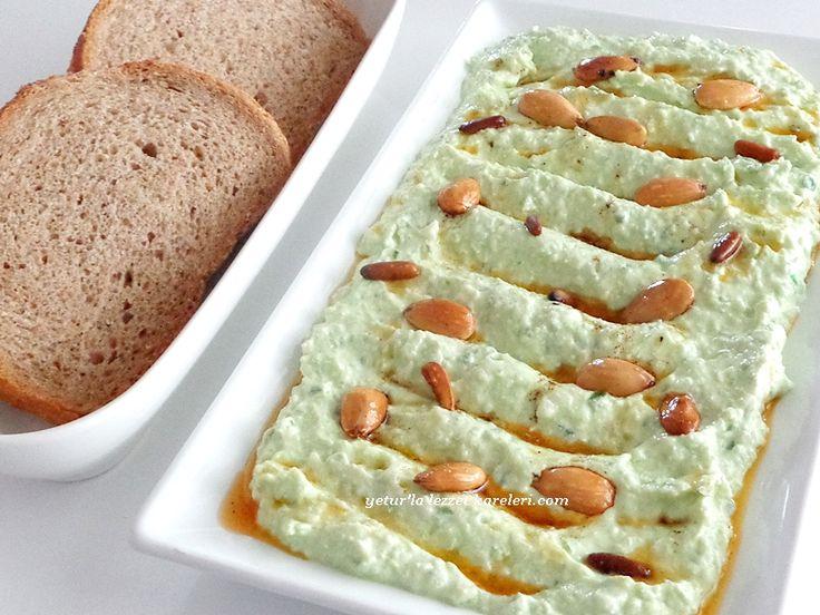 kahvaltı için tavsiyemdir.çok lezzetli oluyor... malzemler: 6 tane salatalık 2 kaşık hafif döğülmüş çam fıstığı 1 su bardağı lo...