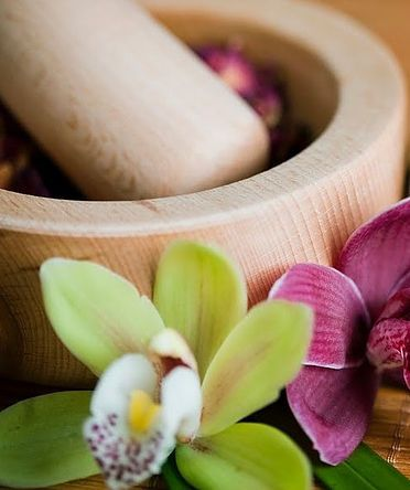 Omsari Day Spa Massage Beauty Skin Pamper Gold Coast | OmSari Spa is a peaceful haven offering remedial massage, facials, beauty treatments and spa packages at Coolangatta.   Our relaxing spa environment enables you to 'switch-off', unwind and take a quiet journey to deep peace.