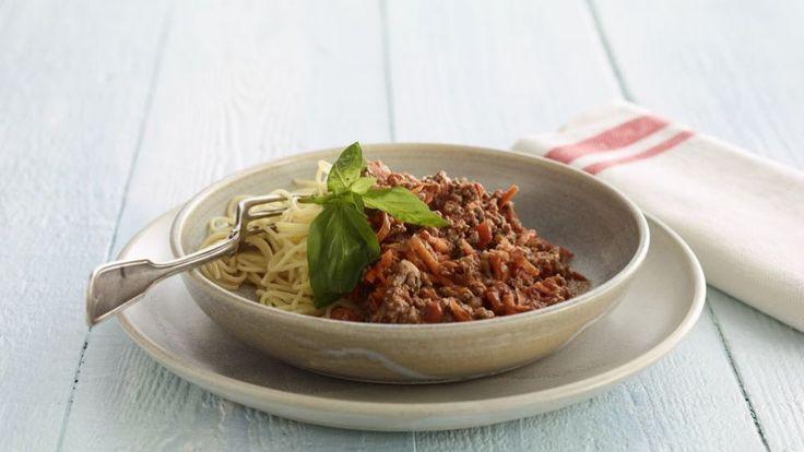 Spaghetti Bolognese - opskrift på spaghetti med kødsovs er en lækker italiensk opskrift, se flere pasta og ris på mad.tv2.dk