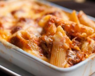 Gratin de macaronis, mozzarella et boulettes de boeuf
