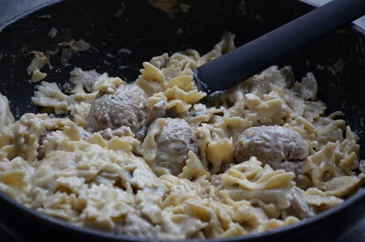 Pasta met gehaktballen en champignonsaus