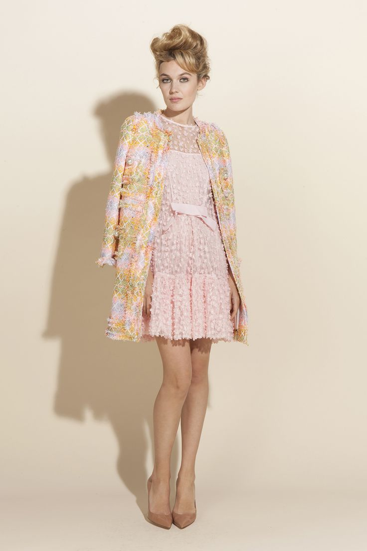 Lively Parisian style of the 1960s for Edward Achour Paris Spring Summer 2017 Collection
