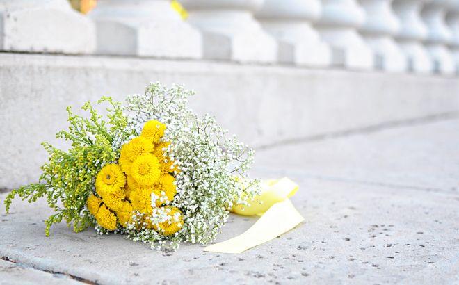 Cool, Quirky, Yellow & Grey DIY Backyard Wedding   Bridal Musings (8)Bridal Bouquets, Bridal Musings, Beautiful Yellow, Diy Arizona, Backyard Weddings, Arizona Wedding, Diy Backyards, Flower, Bridal Muse