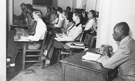 """12 января 1948 года Верховный суд США постановил, что все """"белые"""" юридические школы Университета штата Оклахомы должны принимать чернокожих и предоставлять им такое же образование как и белым американцам.  #история #США #Америка"""