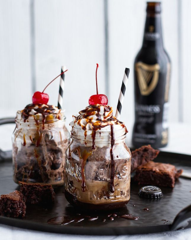 Bottoms Up Brownie Irish Floats With Burnt Irish Caramel & Hot Fudge. #icecream #gelato http://www.superrassspy.com/
