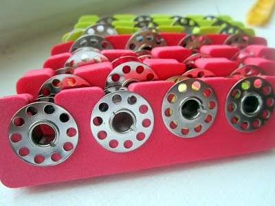 Best idea everrrr - toe separators as bobbin storage!
