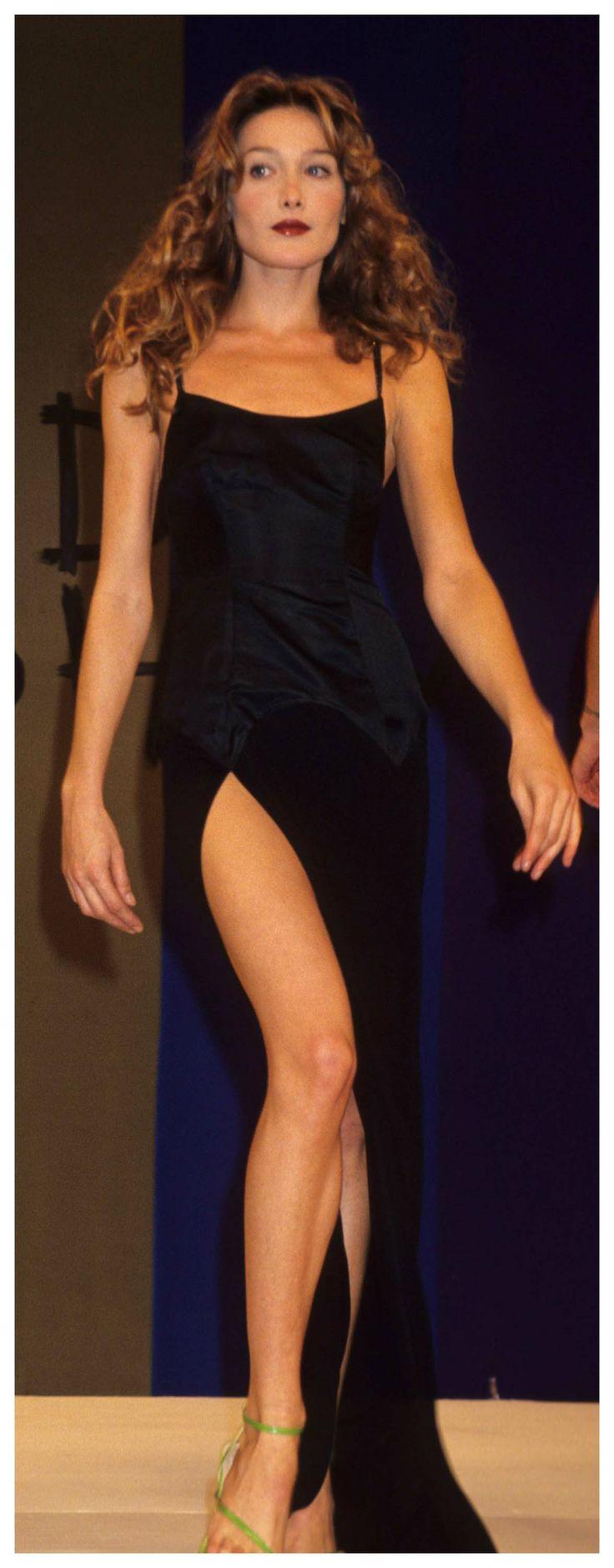 Fashion CV : Carla Bruni. #topmodel #MbyCristina #90s #teva