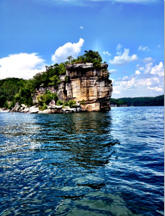 Summersville Lake, West Virginia -  We have kayak tours and stand up paddleboarding here! #myACE