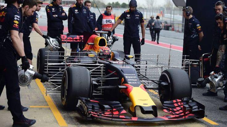 De Nederlandse Formule 1-coureur legt in de ochtendsessie van zijn eerste dag op het circuit bij Barcelona 31 ronden af. Hij zet de vijfde tijd neer.