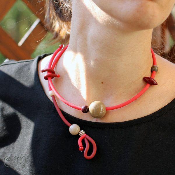 Girocolli rigidi - Collana semirigida, pop, rosso scuro e beige - un prodotto unico di LeCoucouMagnifique su DaWanda
