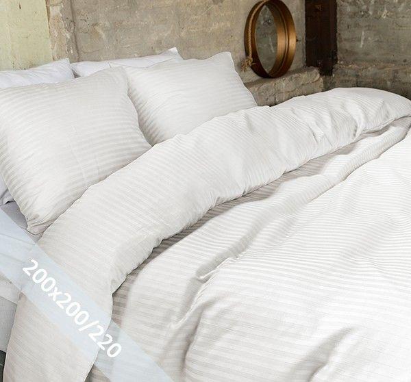 Hotel Linnen crème tweepersoons (200x200/220 cm) dekbedovertrek van 100% katoen-satijn. Wentel je in het stijlvolle en de luxe van een hotelsuite. Door verschillende weeftechnieken ontstaan de banen met mat en glans.