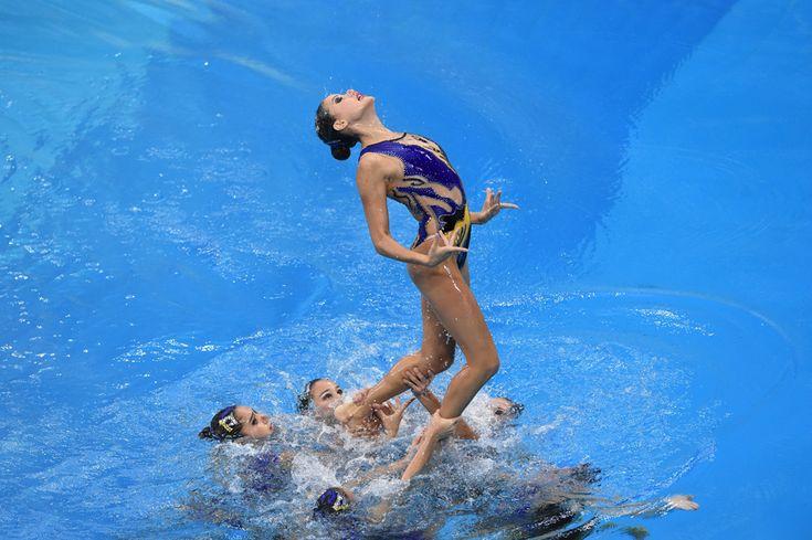 Echipa Uzbekistanului evoluează în cadrul concursului de înot sincron, în timpul Jocurilor Asiatice desfăşurate la centrul acvatic Munhak Park Tae-hwan din Incheon, Coreea de Sud, luni, 22 septembrie 2014. (  Philippe Lopez / AFP  ) - See more at: http://zoom.mediafax.ro/news/pictures-of-the-week-22-28-septembrie-2014-13355176#sthash.YAWCZpQw.mjDK0UCi.dpuf