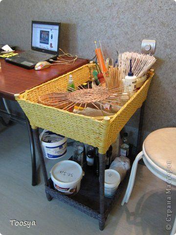 Интерьер Поделка изделие Плетение Этажерка с плетеными корзинами Бумага газетная Трубочки бумажные фото 1